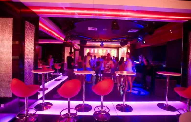 Crystal Family Resort&Spa - Bar - 15