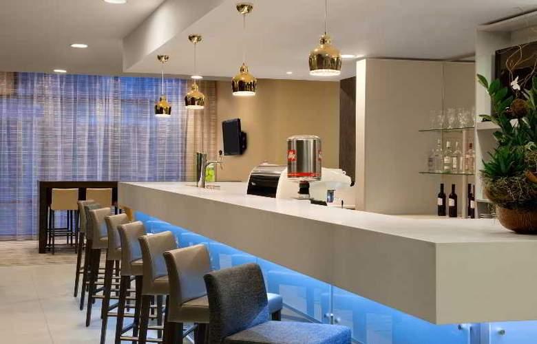 Hampton by Hilton Cluj-Napoca - Bar - 2