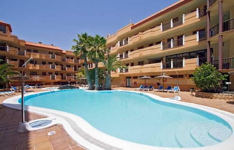 Ereza Dorado Suites - Pool - 17