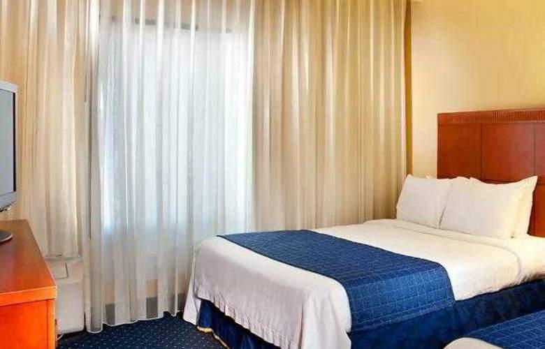 Courtyard Richmond West - Hotel - 9