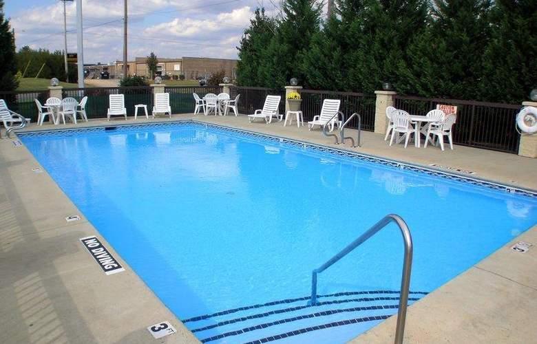 Best Western Inn & Suites - Monroe - Pool - 34