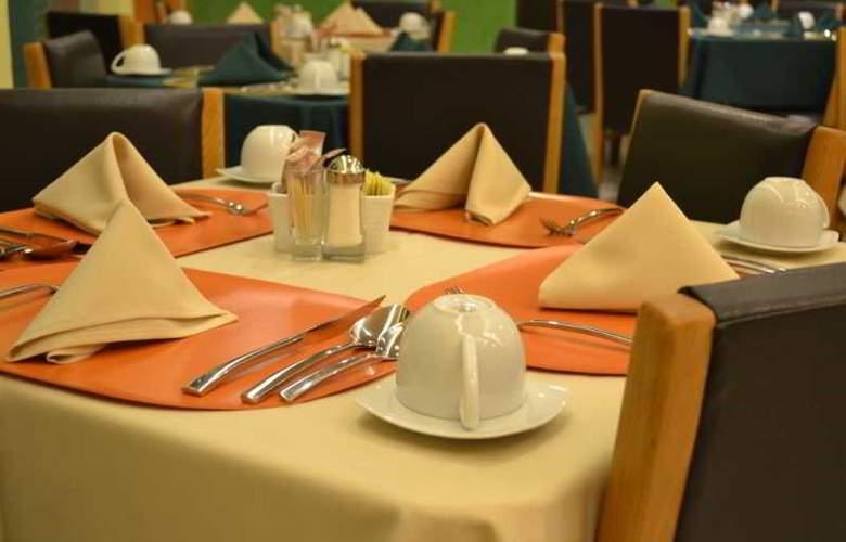Hostalia Hotel Expo and Business Class - Restaurant - 4