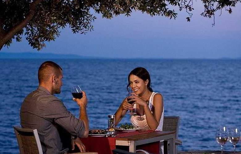 Luna Island Hotel - Terrace - 23