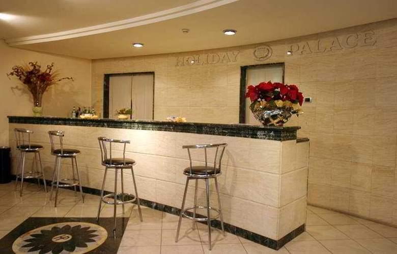 Holiday Palace - Bar - 4