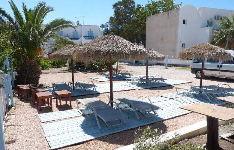 Black Sand Hotel - Terrace - 28