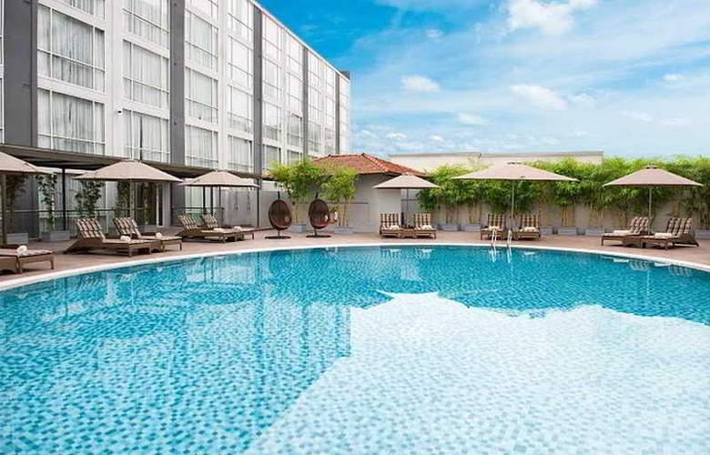 Eastin Grand Hotel Saigon - Pool - 7