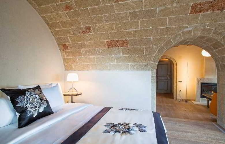 Moni Emvasis Luxury Suites - Room - 17
