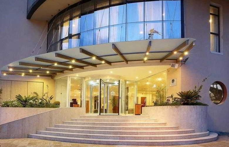 Best Western Plus Liberte Hotel - Hotel - 4