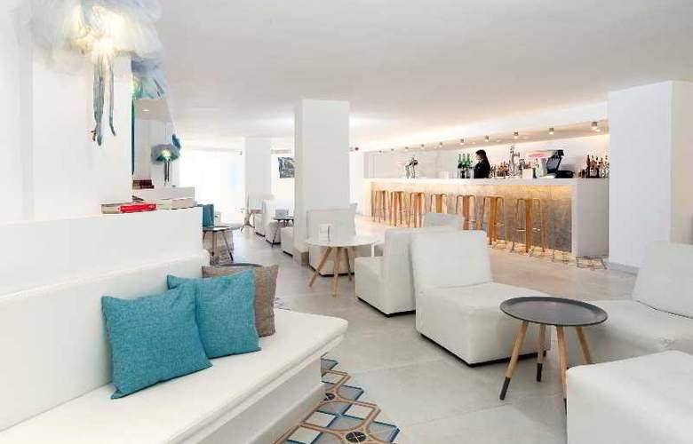 Fergus Style Cala Blanca Suites - Bar - 9