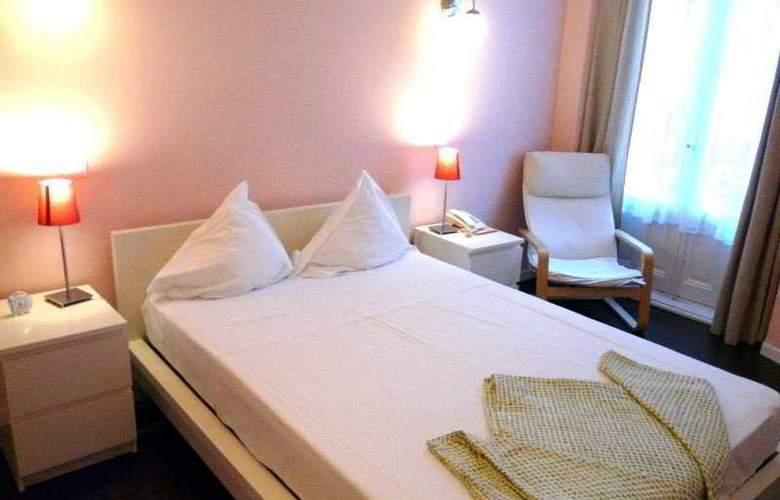 Pizarro - Room - 7