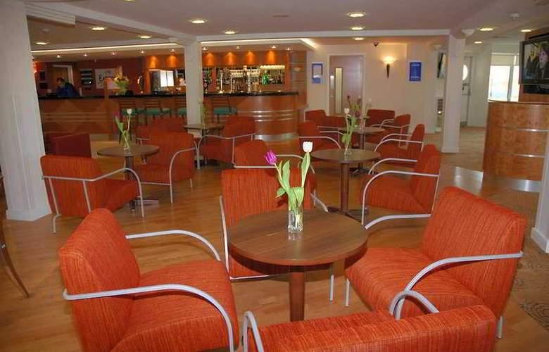 Holiday Inn Express Ramsgate Minster - Bar - 4