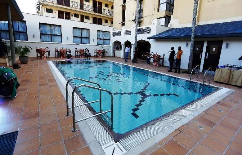 The Heron Portico - Pool - 25