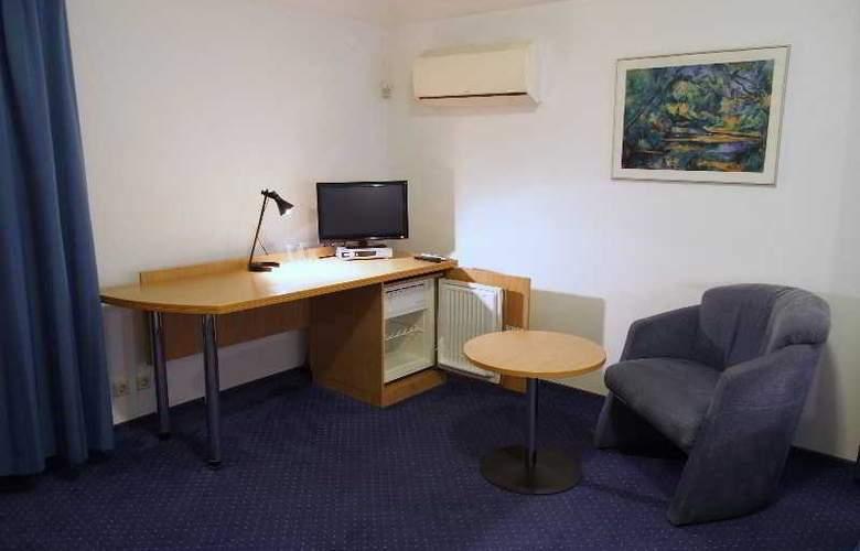 Telecom Guest - Room - 15