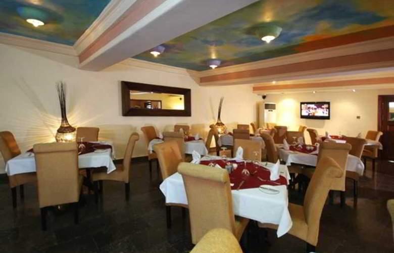 Planet One Aimede - Restaurant - 16