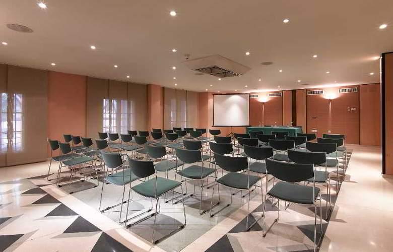 Macia Alfaros - Conference - 2