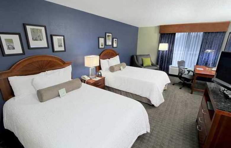 Hilton Garden Inn Westbury - Hotel - 2