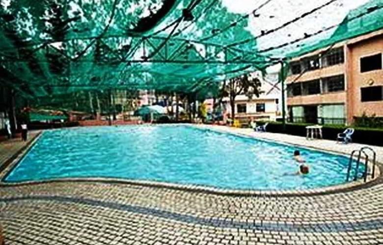 King Garden - Pool - 3