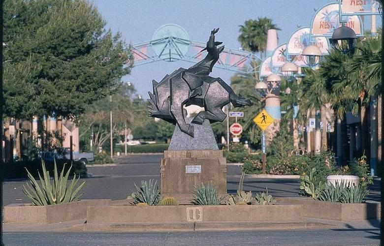 Best Western InnSuites Phoenix - Hotel - 11