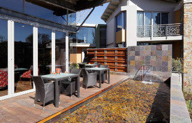 Moloko Strathavon Hotel - Terrace - 4