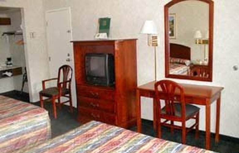 Quality Inn - Room - 2