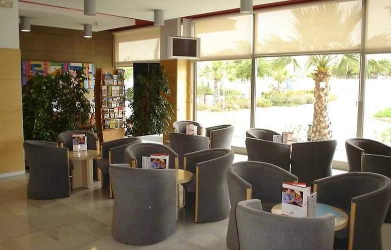 Ibis Valencia Bonaire Aeropuerto - General - 1