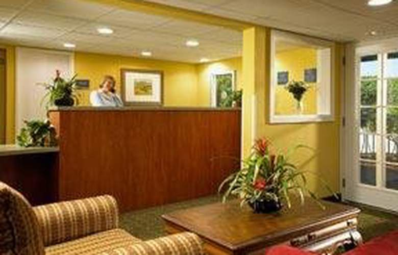 Econo Lodge Inn & Suites - General - 2