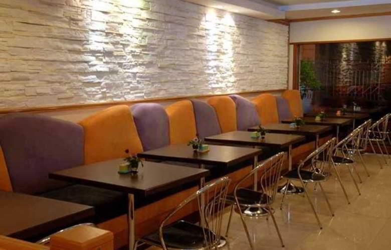 Suriwongse Tower Inn - Restaurant - 12