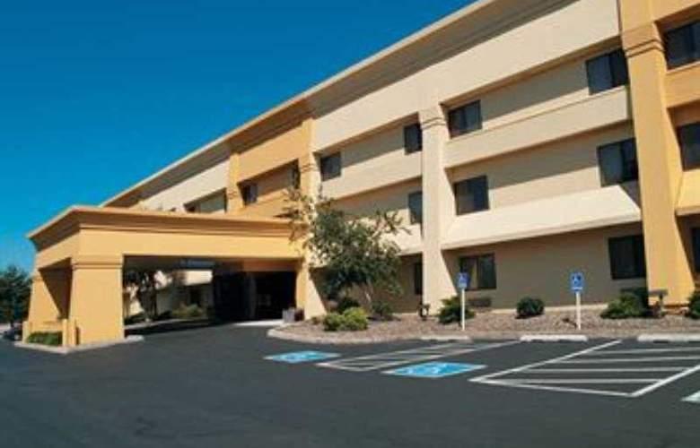 La Quinta Inn & Suites Harrisburg Airport/Hershey - General - 0