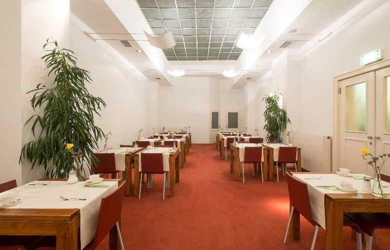 Top Hotel Papageno - Restaurant - 11