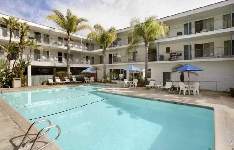 Days Inn & Suites- Santa Barbara - Pool - 5
