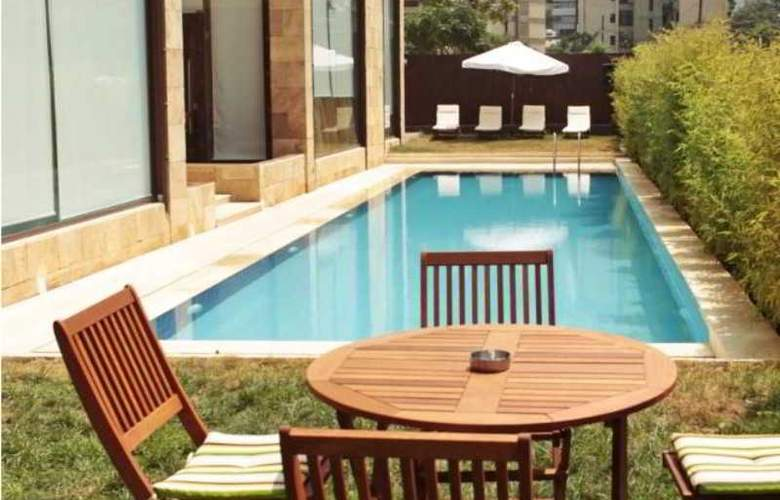 Reston Hotel - Pool - 2