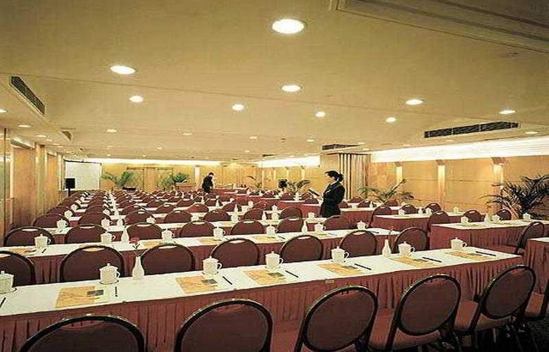 Crowne Plaza Hotel & Suites - Conference - 5