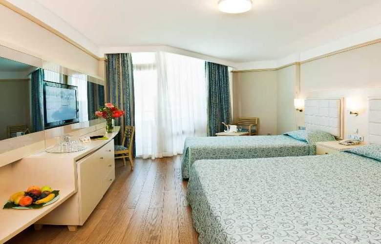 Golden Coast Resort - Room - 2