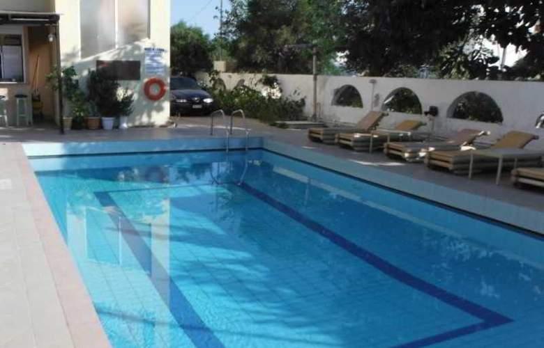 Estia Beach - Pool - 0