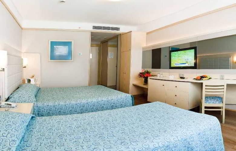 Golden Coast Resort - Room - 11