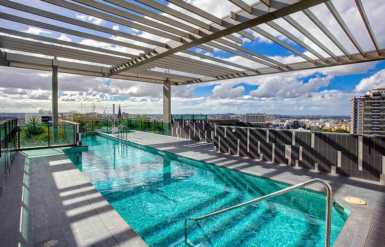 Quattro On Astor Apartments - Pool - 1