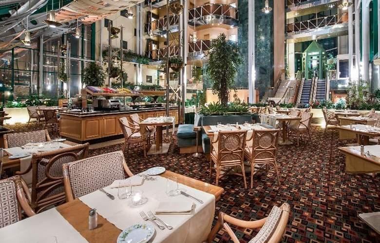 Royal Garden Hotel - Restaurant - 15