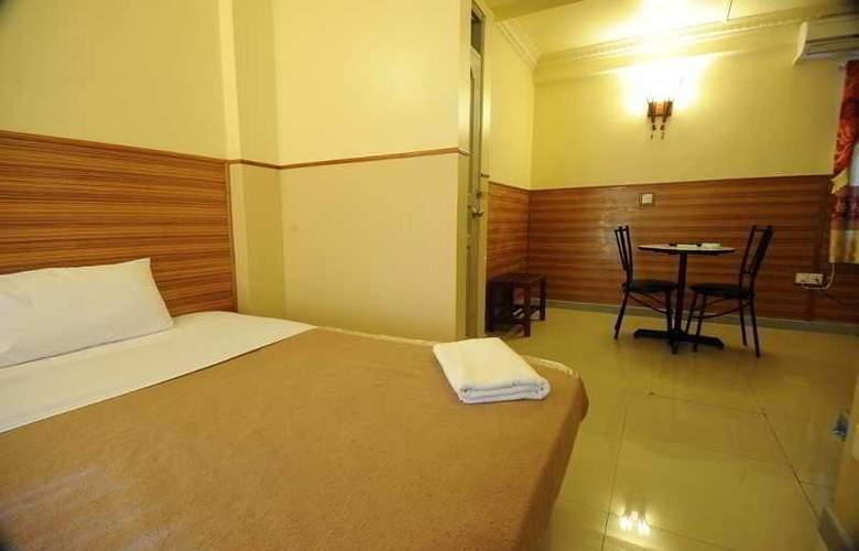 Luckyhiya - Room - 17