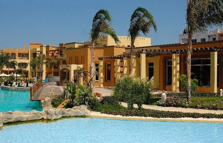 Grand Plaza Resort - Terrace - 9