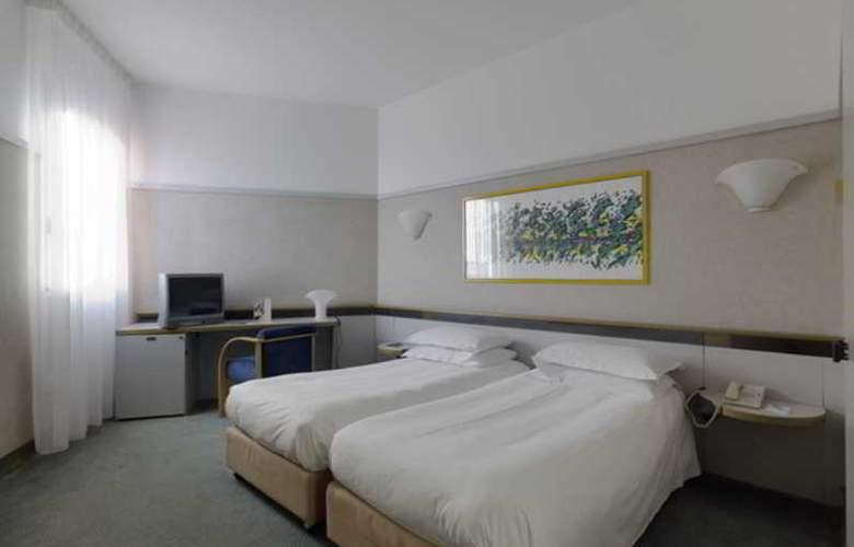 NH La Spezia - Room - 10