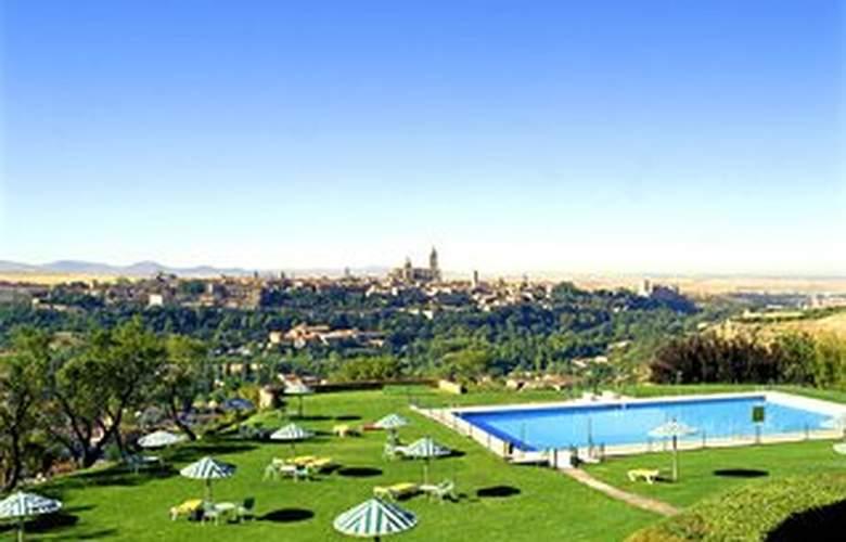 Parador de Segovia - Pool - 2