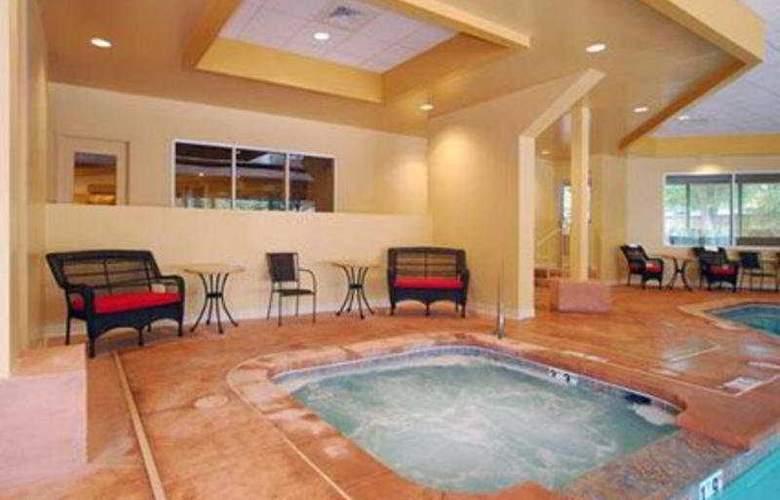 Clarion Hotel Colorado Springs Downtown - Pool - 8