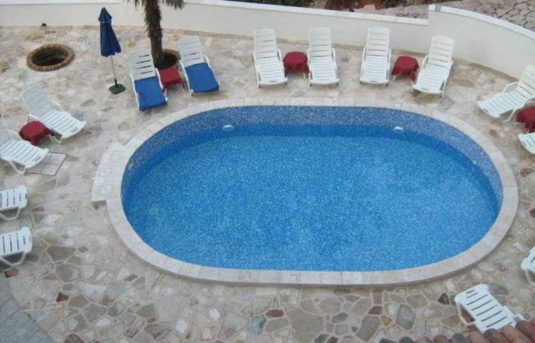 Danica - Pool - 7