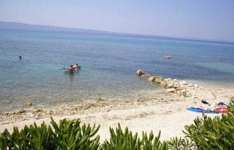 Pitomcija - Beach - 7