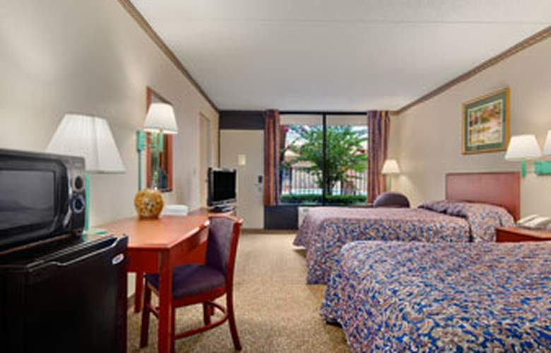 Travelodge Inn And Suites - Room - 5