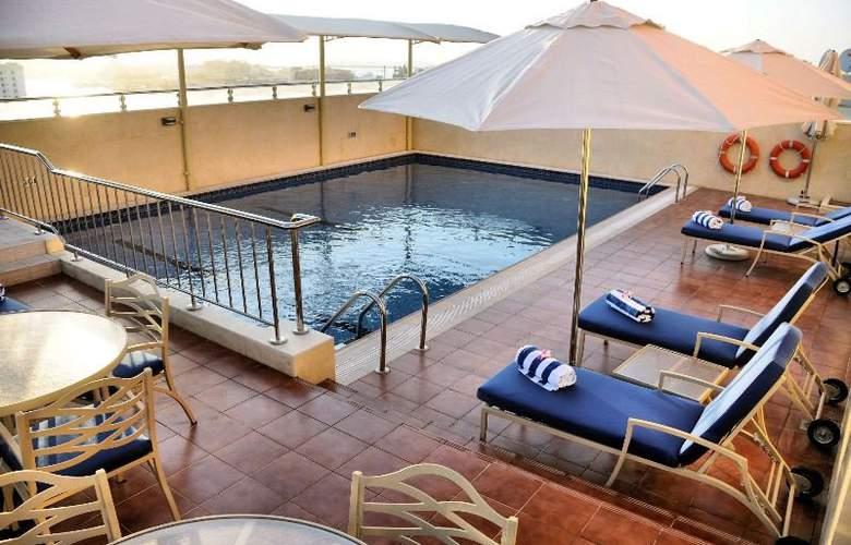 Al Hamra Hotel Sharjah - Pool - 5