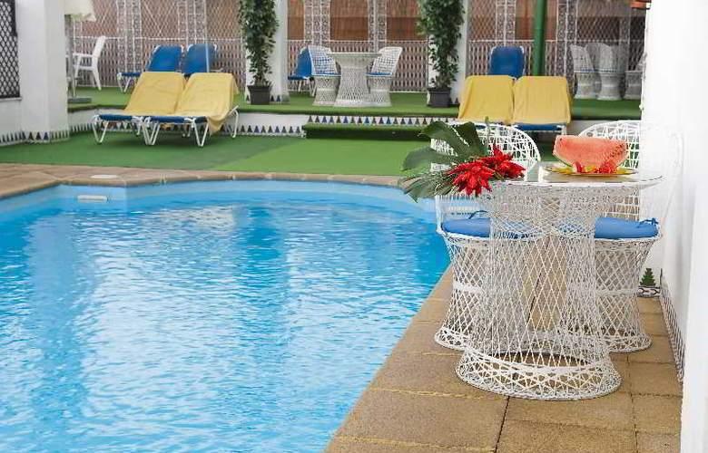Corona de Granada - Pool - 21