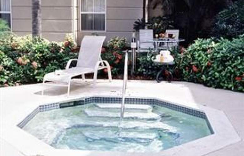 Homewood Suites by Hilton Fort Myers - Pool - 3
