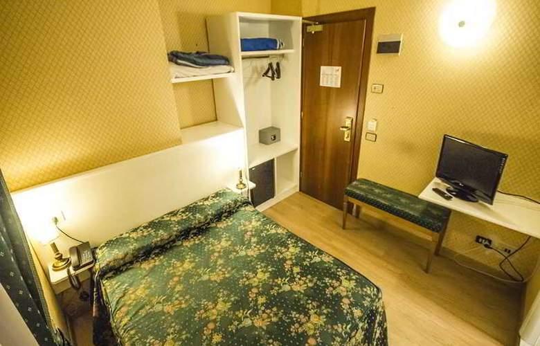 Giorgi - Room - 17
