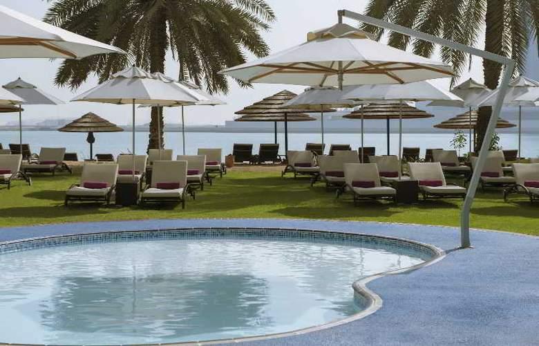 Le Meridien Abu Dhabi - Pool - 30